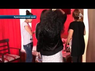 В Анапе полицеиские накрыли бордель с нарядными проститутками