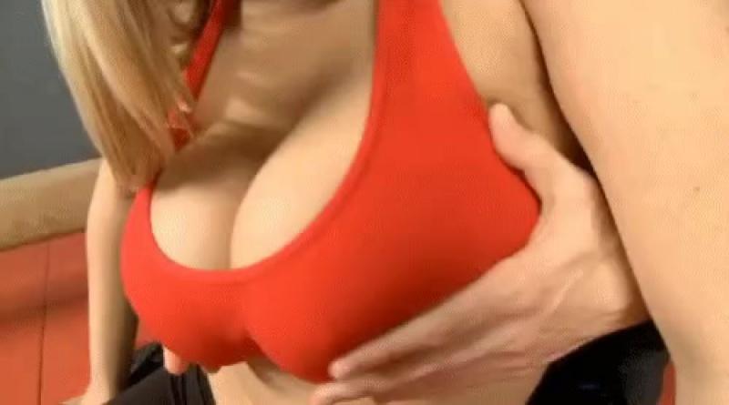 I rub her tits