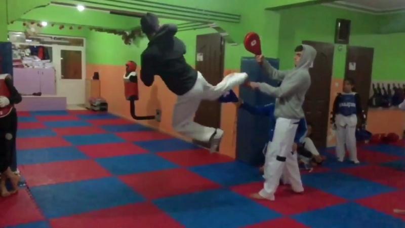 Hava 3 döner tekme (Taekwondo 540 kick)