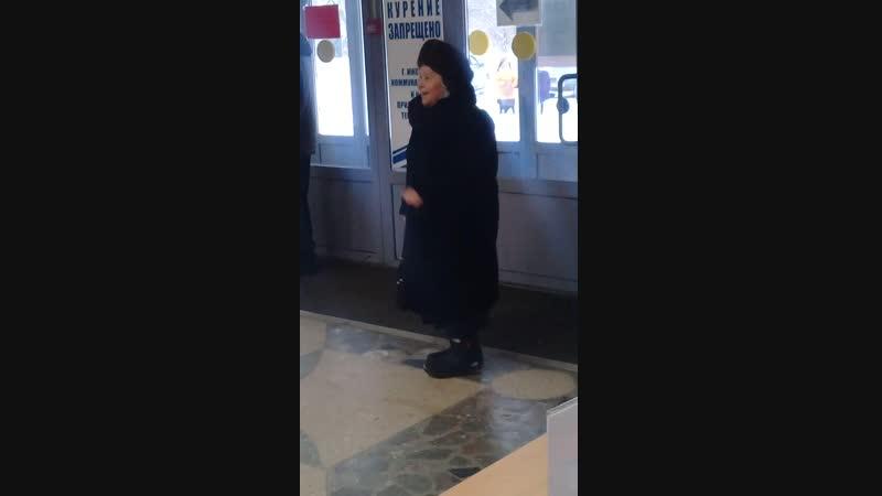 вот такая замечательная бабуленька зажигалочка пришла на концерт Сороки .Очень рада была такой встрече!