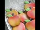 сюрприз в коробке с яблоками