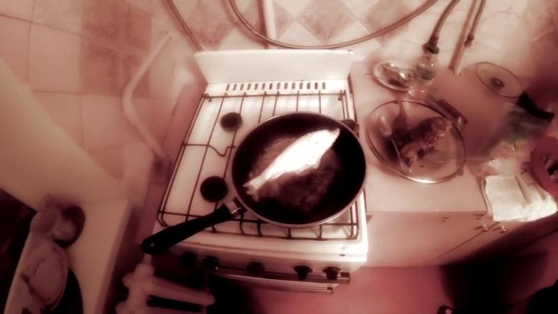 [Малыш и Бригада] Мастеркласс Жмура на кухне! Карасики от Босса