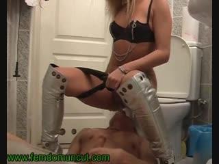 Туалетный раб золотой дождь toilet slave #писсинг #госпожа #фемдом #унижения #piss #pissing #mistress #humiliation