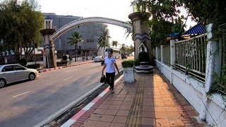 Pattaya - Walk along Beach Road to Walking Street - Thailand