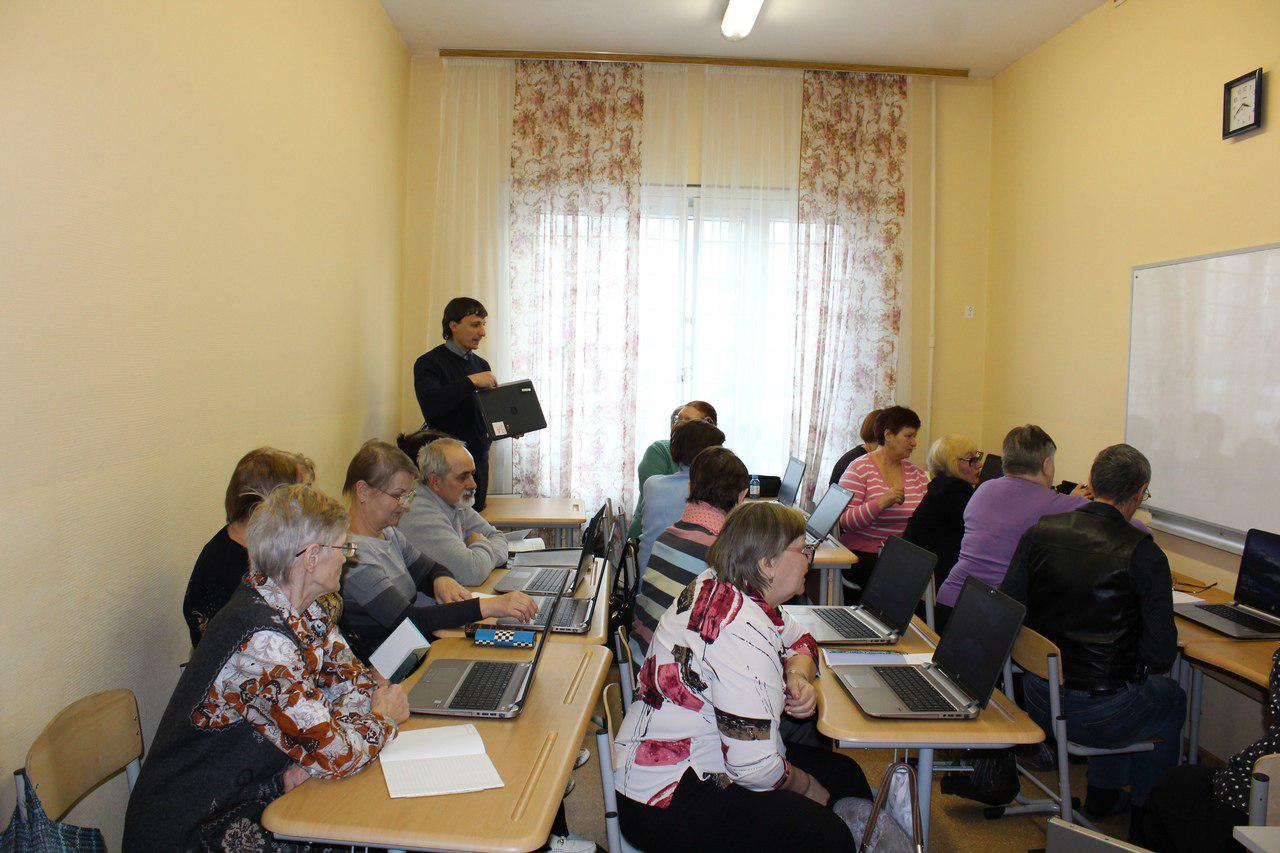 Занятия в секции информационных технологий проекта «Московское долголетие» возобновились в Некрасовке
