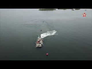 #Морпехи отработали вождение #БТР82А на воде