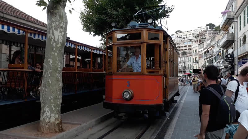 Трамвай, действующий в г. Сольер (о. Майорка) с 1912 г.