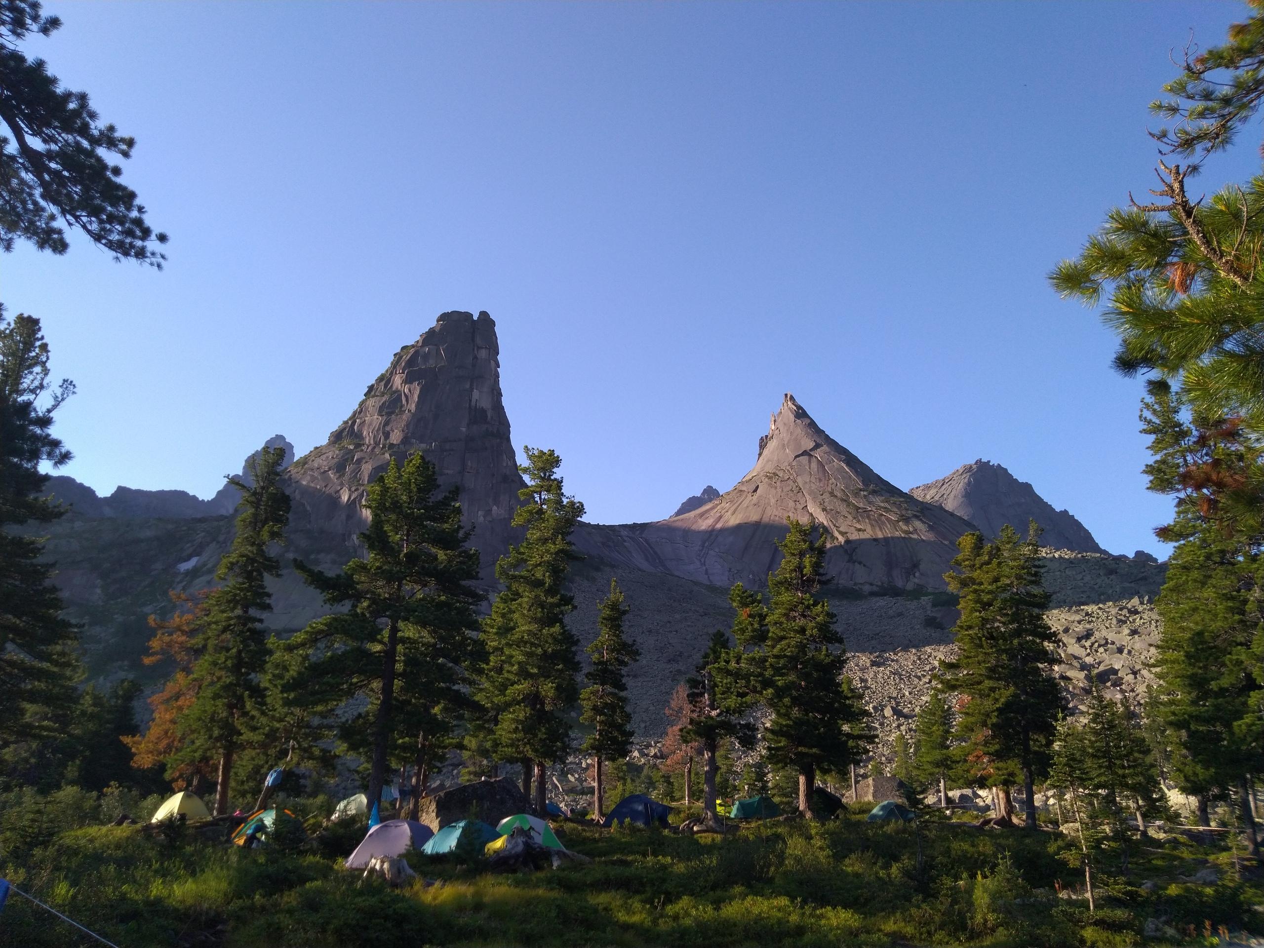 Утренний вид из лагеря. Красота!