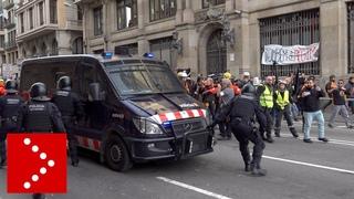 21 dicembre 2018, è caos a Barcellona durante ritirata camionette polizia