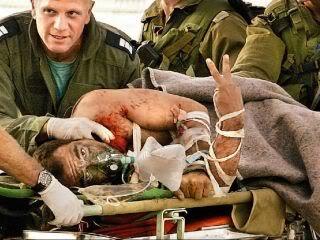 Раненый в Ливане майор Томер Буадана доставлен вертолетом в больницу в Хайфе. 2006г.