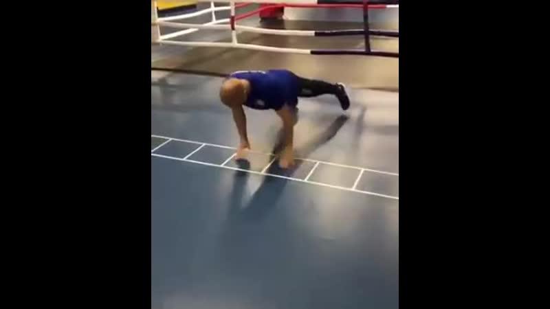 Тренировка на координационной лестнице для боксёра