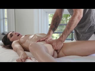 Gianna gem gets a massage with a side of big white cock | kinkyspa.com all sex massage oil blowjob handjob brazzers porn порно