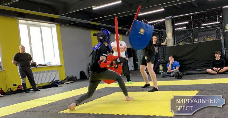 В Бресте впервые провели турнир по современному мечевому бою