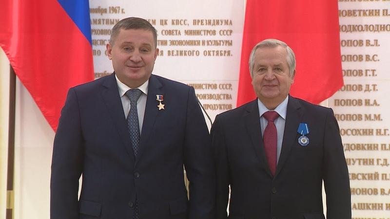 Губернатор Андрей Бочаров вручил государственные награды волгоградцам