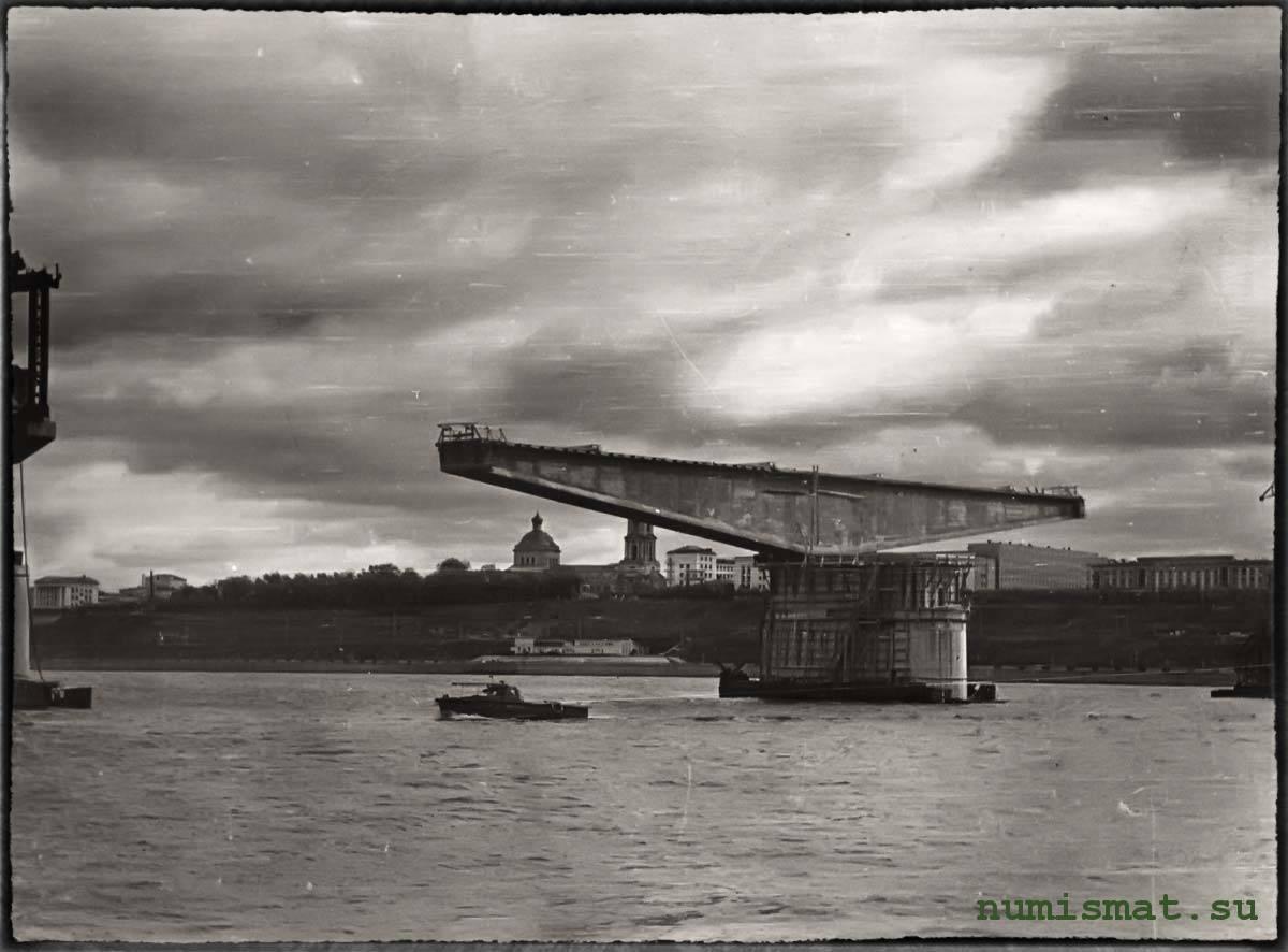 Монумент поздравления ленина строителем камского моста