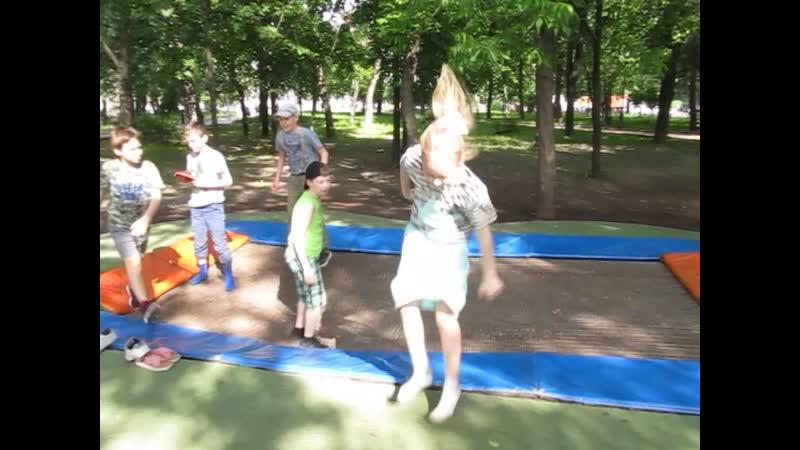 2019г-Москва. В ожидании новых брекетов) Батуты в парке