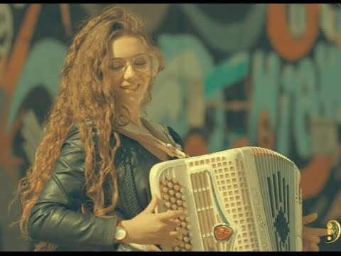 La Valse d'Amelie Poulain and La Noyée Yann Tiersen Accordion cover by Mélodart