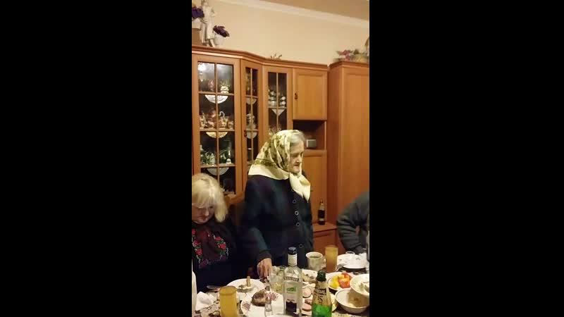 Баба вітає Богдана з Днем народження.