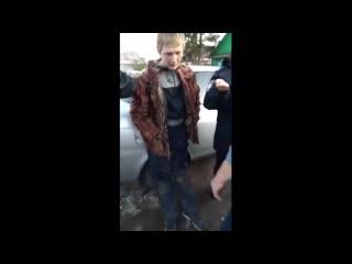 Задержание 15-летнего подозреваемого в краже ружья. Мать атакует (Каменск-Уральский)