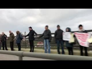 В Гродно люди выстроились в живую цепь против интеграции с Россией