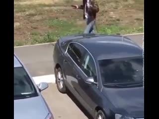в Уфе сняли на видео, как мужчина чудовищным образом обращается со своим псом