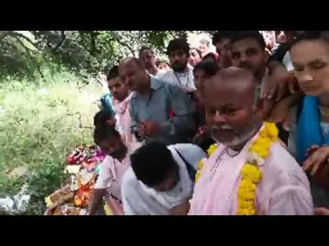 BV Sridhar Maharaj - 29.10.2019, worshipping to Giriraj Govardhan (2)