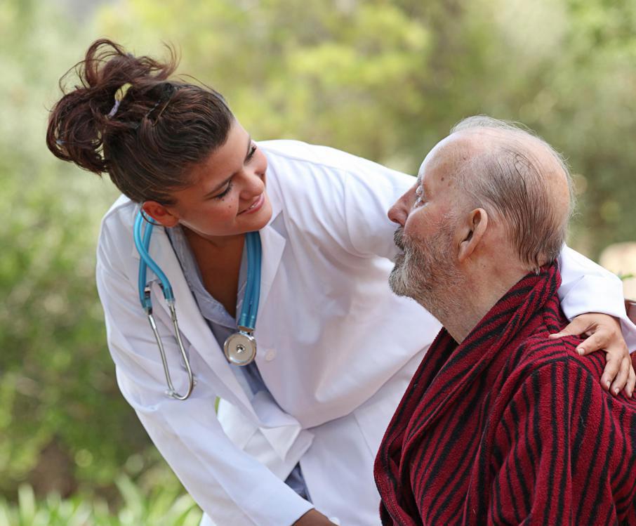 Постоянный ассистент сочетает в себе независимость проживания дома с медицинским обслуживанием дома престарелых на месте.