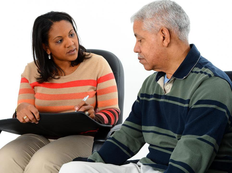 Уход за пожилыми людьми может включать предоставление эмоциональной поддержки посредством консультирования.