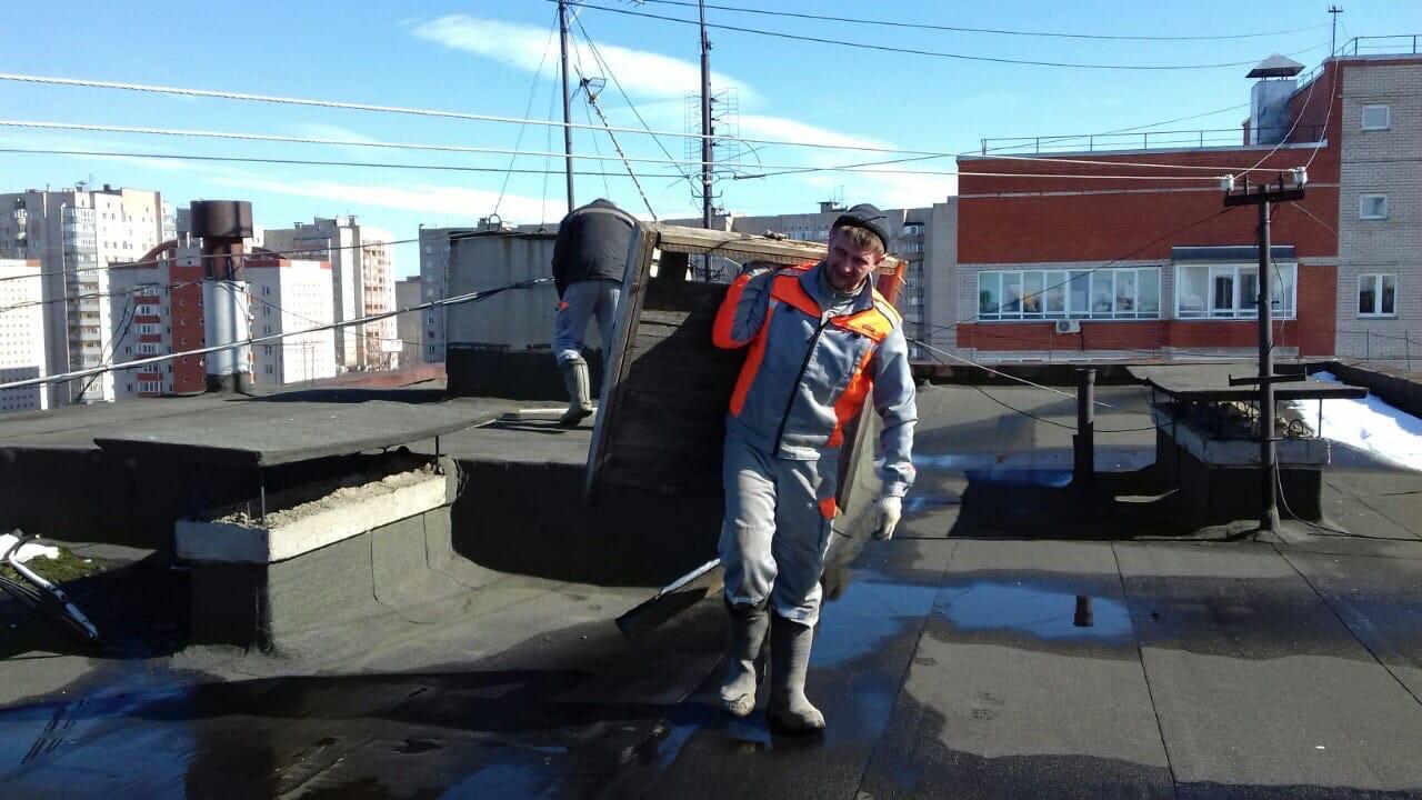 Улица Ульяновская дом 6 чистка кровли от