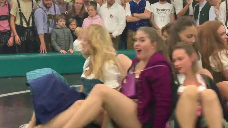 Teufelsrad Oktoberfest München 2019 Damen Fahrt Wiesn größtes Volksfest der Welt Girls Ride