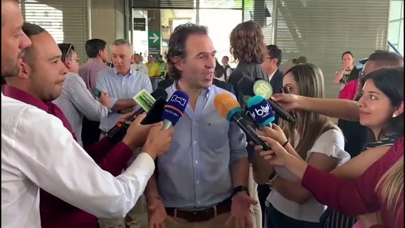 Alcalde entregó PaisaPorte Paisa al Embajador de EU en Colombia