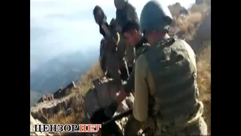 Турецкие солдаты расстреливают пленных курдских девушек