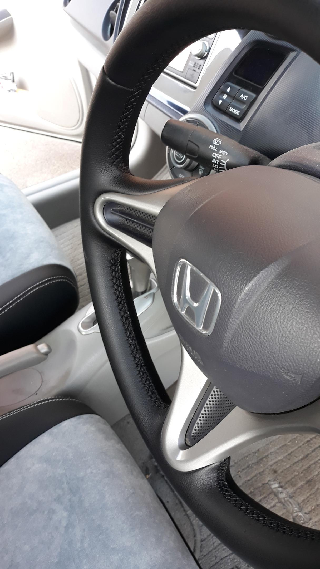 Чехлы и перетяжка руля на Honda Insight.