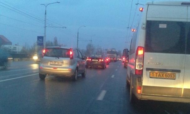 """Утром на выезде из Ковалёво по 28-го Июля образовалась """"пробка"""". И вот почему..."""