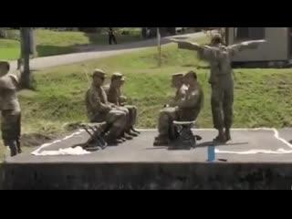 Реалистичная тренировка по погрузке военных сша в вертолёт