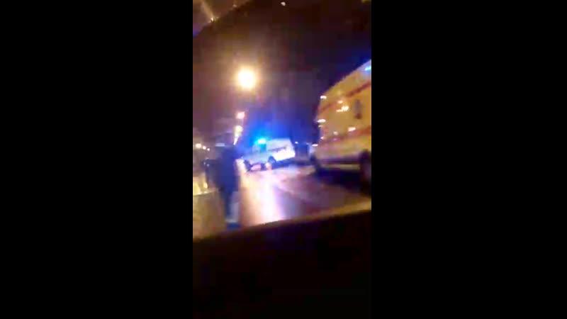 Горит машина на перекрестке Блюхера и Кондратьевского