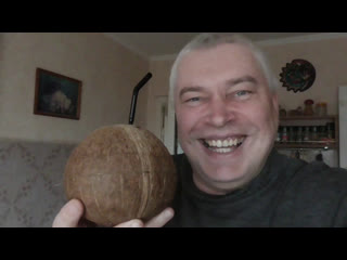 Что будет, если кинуть кокос на пол