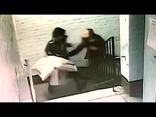 Попытка изнасилования женщины в подъезде. петербург