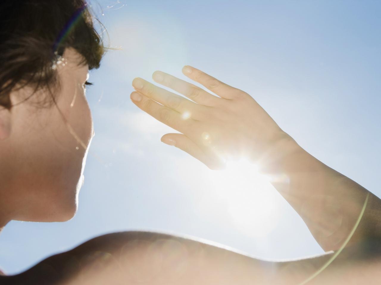 Фото щуриться на солнце