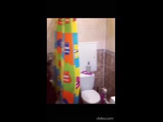Иосиф Оганесян репетирует новую песню в душе
