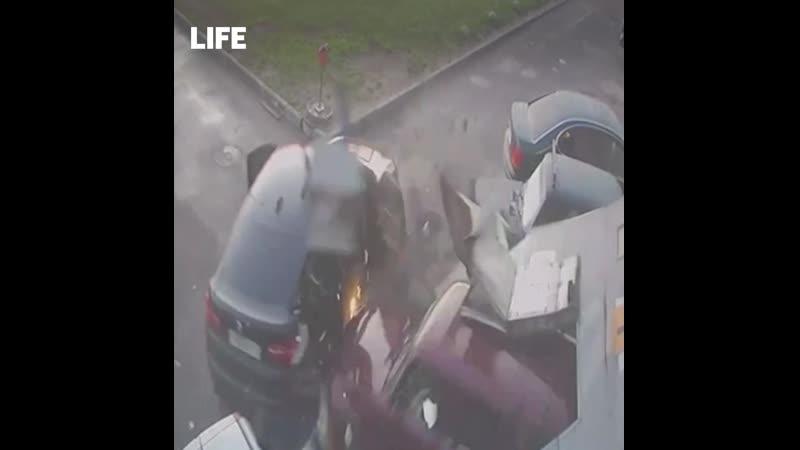 Запись видеонаблюдения Хозяин автосервиса протаранил грабителей на Жигулях Теперь будет проще найти
