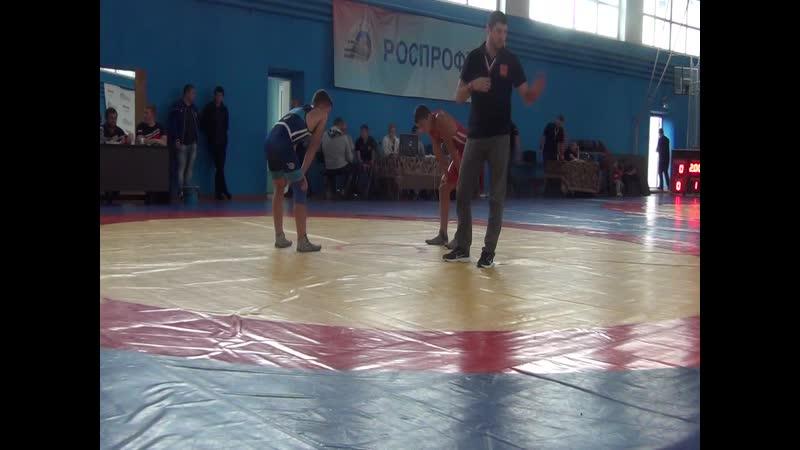 Весовая категория до 55 кг финал за 1 место Шиш Кирилл (Брянская обл.) (красный) -- Сёмушкин Никита (г.Калуга) (синий)
