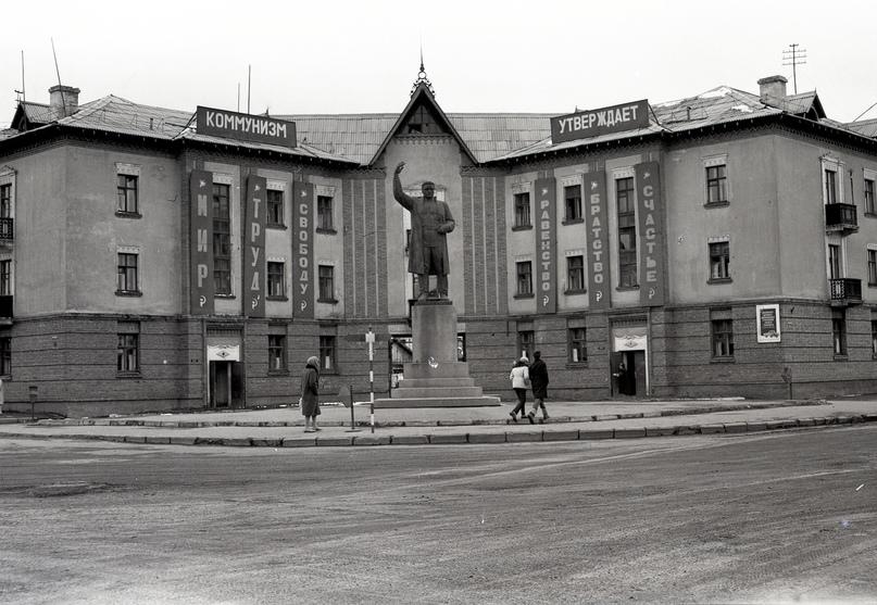 Памятник С.М. Кирову, бывшая площадь города. 1970-е годы