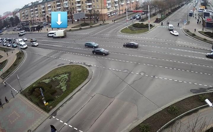 На проспекте Машерова в маршрутное такси сзади въехал грузовик