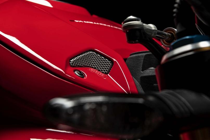 Большой фотосет Ducati Streetfighter V4 S (127 фото)