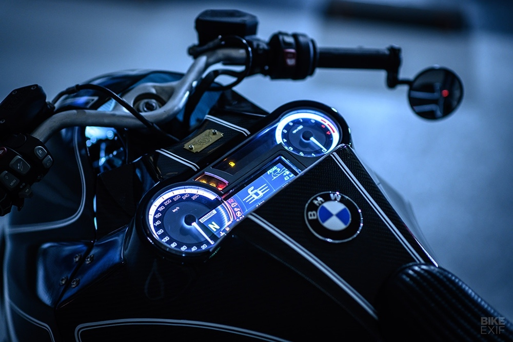 Custom Works Zon: кастом BMW K1600B Stealth Crow