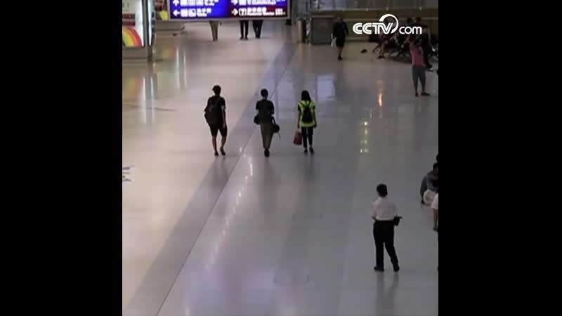 Несанкционированный митинг демонстрантов серьезно повлиял на работу аэропорта Сянгана