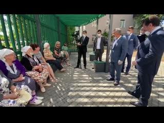 Рустам Минниханов пообщался с жителями двора по улице Столярова в Казани