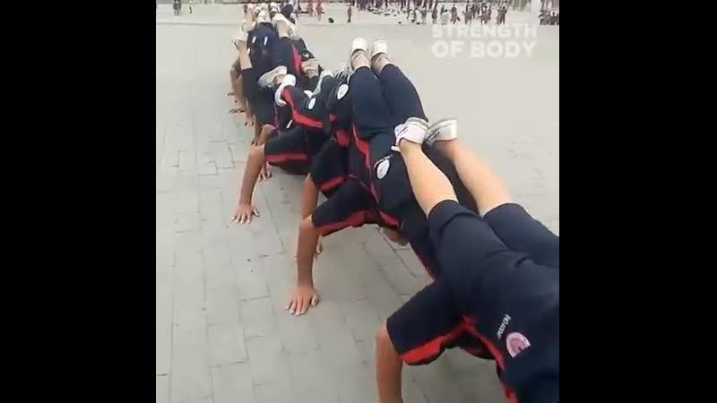 Тренировка детей в Китайской школе боевых искусств Шаолинь