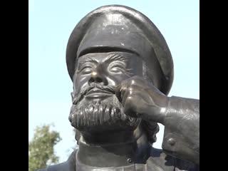 В Бурятии школьники испортили памятник купцу Евсею Лукичу